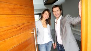 Haustüren aus Holz bekommen Sie im Bauzentrum Leipfinger.