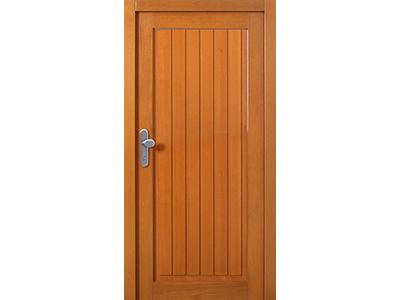 Holzhaustüren können auch ganz einfach aufgebaut sein.