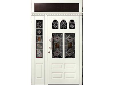 Holzhaustüren können mit Glasornamenten geschmückt werden.