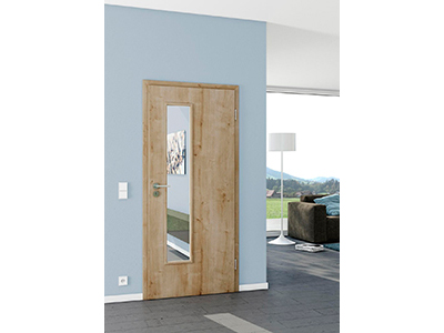 Innentüren aus Holz können Sie auch mit Glaseinsatz oder Spiegel bekommen.
